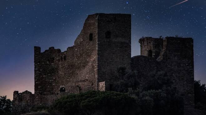 Castelo Rocca Scarlino Notte