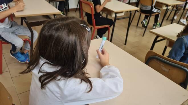 Coronavirus, test salivari a scuola