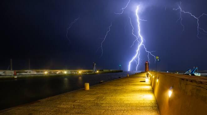 Foto del giorno, Maltempo, fulmini, Castiglione della Pescaia