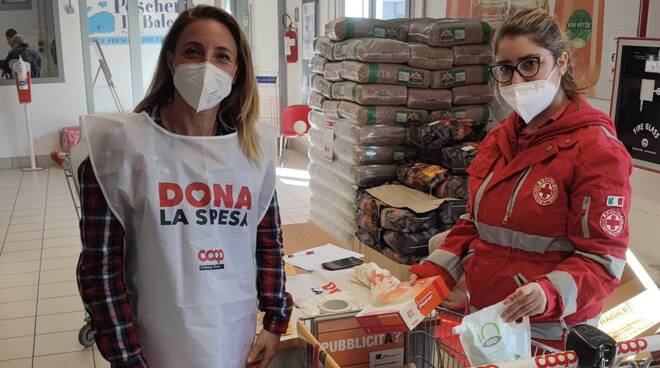 Dona la spesa Unicoop Tirreno Coop raccolta alimentare